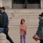O que você faria se visse uma criança sozinha em um local público?